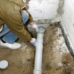 spadek rur kanalizacyjnych