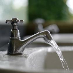 Woda plynąca z kranu