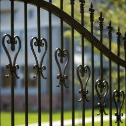 Ozdobne ogrodzenie z metalu