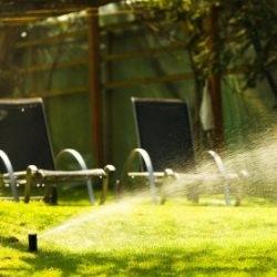 System zraszaczy do podlewania ogródu