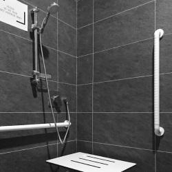Specjalne siedzisko i uchwyt pod prysznic