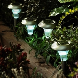 lampki solarne w ogrodzie
