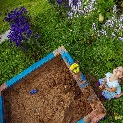 piaskownica w ogrodzie