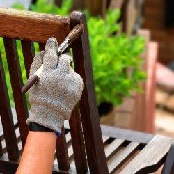 Malowanie drewnianego fotela ogrodowego