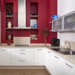 Czerwona ściana w kuchni