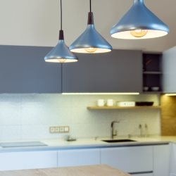 Lampy kuchenne nad stołem