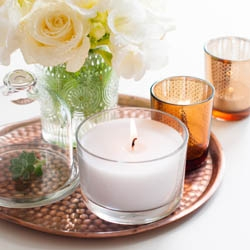 Świeczki naturlane w szklanych świcznikach