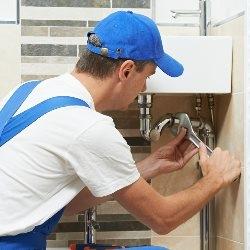 montowanie drzwiczek rewizyjnych