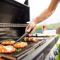 grillowanie mięsa na grillu elektrycznym