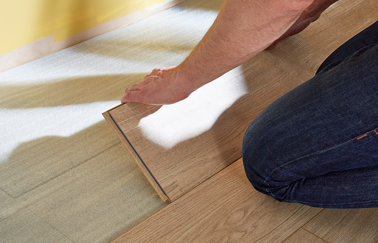 układanie podłogi z drewna