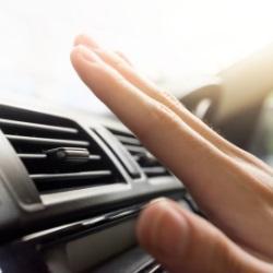 Sprawdzanie działania klimatyzacji w samochodzie