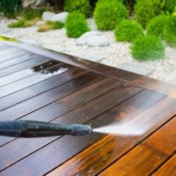 Mycie tarasu myjką ciśnieiową