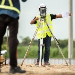 Używanie niwelatora optycznego w terenie