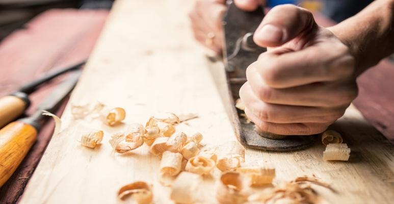 czym ciąć drewno
