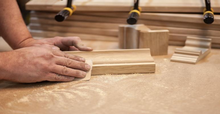 Czym szlifować drewno