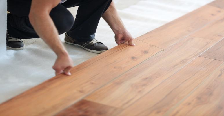 Montaż paneli podłogowych