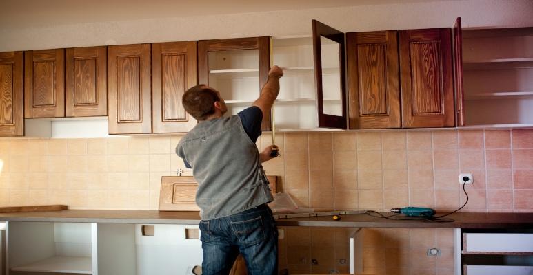 wieszanie szafek kuchennych na karton-gipsie