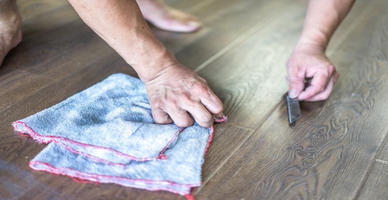 jak odświeżyć panele podłogowe