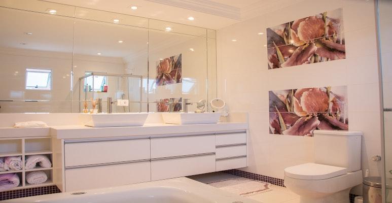 jak optycznie powiększyć łazienkę - lustra