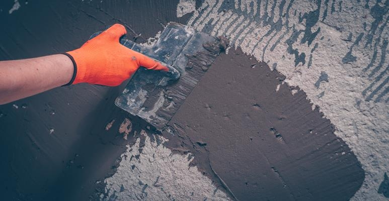 naprawa tynku cementowo-wapiennego
