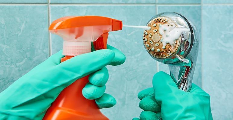 jak usunąć kamień ze słuchawki prysznicowej