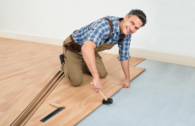 jak położyć panele podłogowe