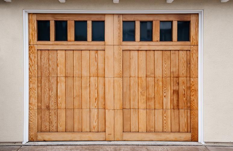 bramy garażowa z drzwiami