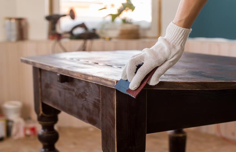 jak odnowić meble lakierowane