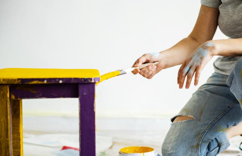 jak pomalować krzesło drewniane