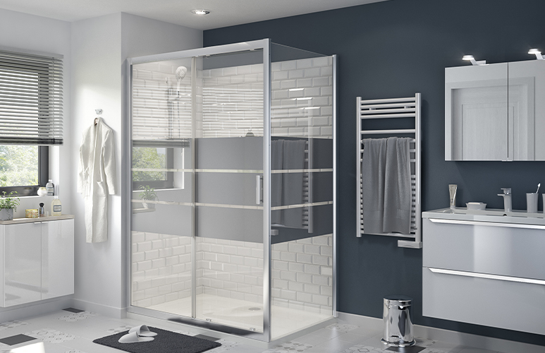 Drzwi prysznicowe przesuwne GoodHome Beloya 140 cm chrom/szkło lustrzane