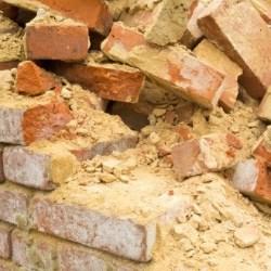 bezpieczeństwo przy rozbiórce ścian