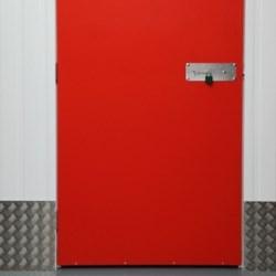 drzwi do piwnicy
