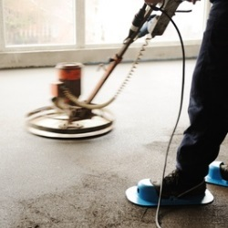 poziomowanie cementu na podłodze