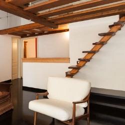 schody z drewnianym wykończeniem