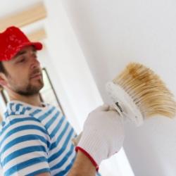 malowanie ściany, remont w domu