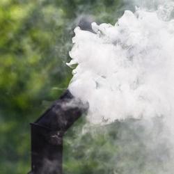 dym ulatuje swobodnie z komina