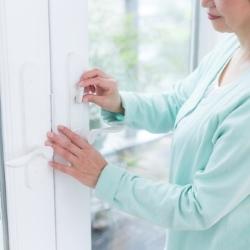 klamka z zamkiem do okna