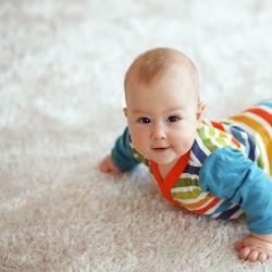 miękkie podłoże dywanowe