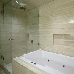 łazienka ze szkła