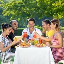 posiłek na ogrodzie, impreza