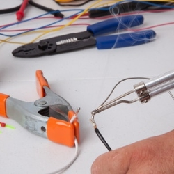 lutowanie przewodu elektrycznego