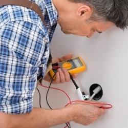 naprawianie instalacji elektrycznej
