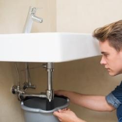 przeciekający syfon umywalkowy