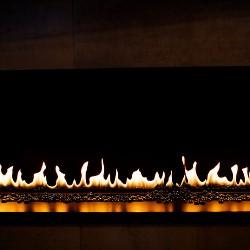 płomienie kominka gazowego