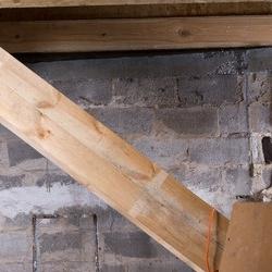 konstrukcja z drewna, cegly i betonu