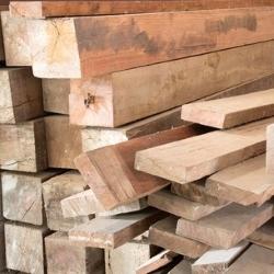 różne klasy drewna konstrukcyjnego