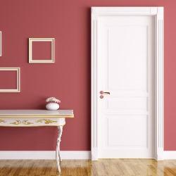 białe drzwi