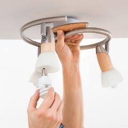 montaż lampy sufitowej