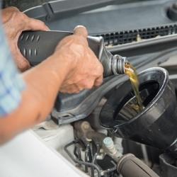 jak wymienić olej