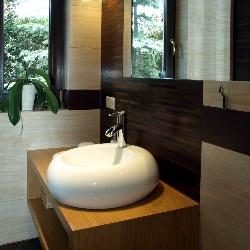 umywalka w małej łazience